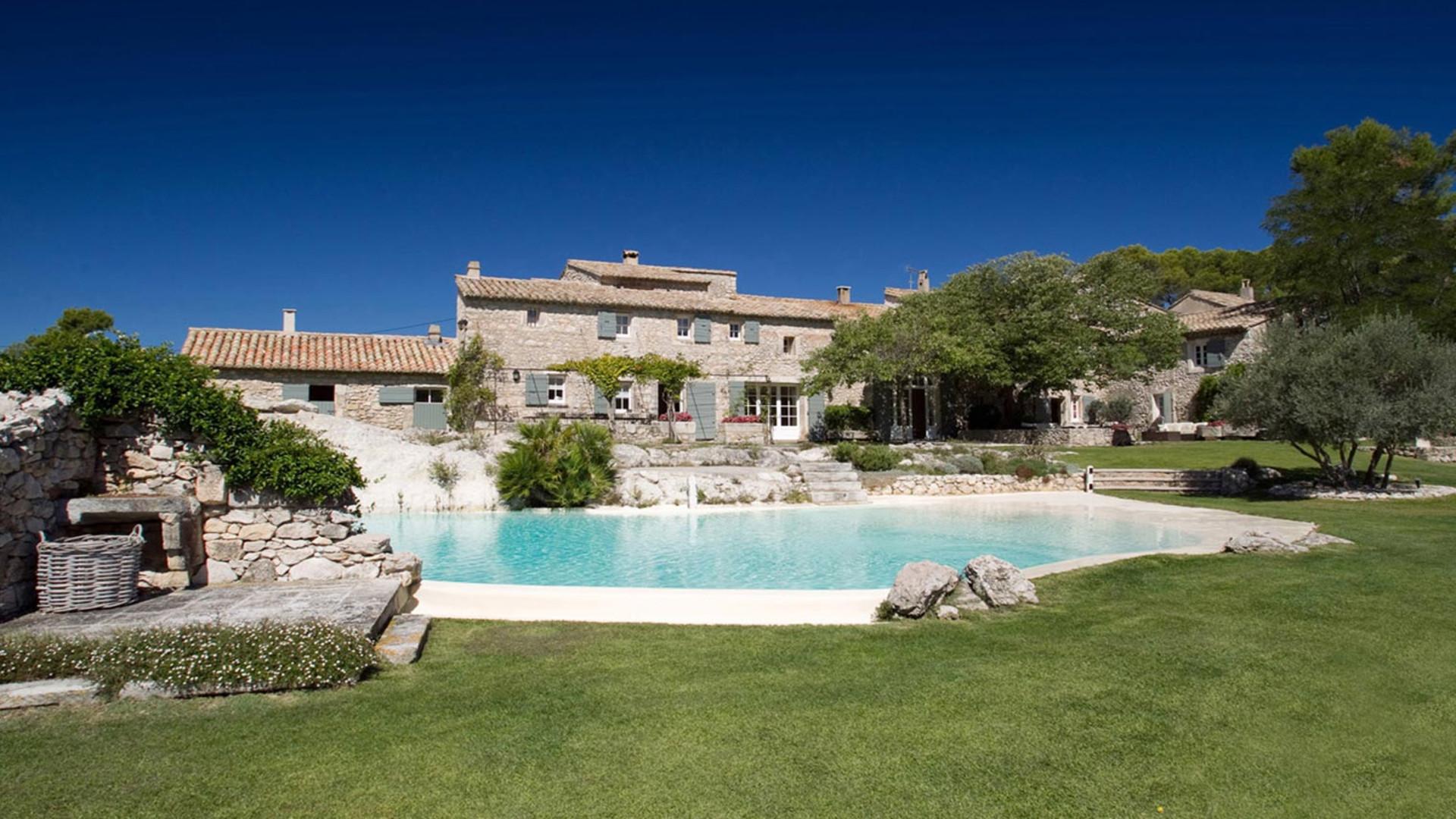 mas de la rose orgon luxury relaxed countryside atmosphere boutique hotel arles mas de la